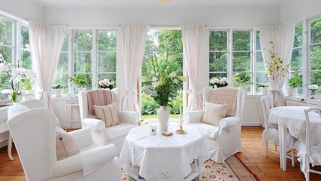 Herrgården är flott och modernt inrett...