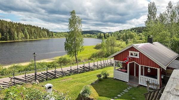 Stugor i Skillingmark för 750 000 kronor.