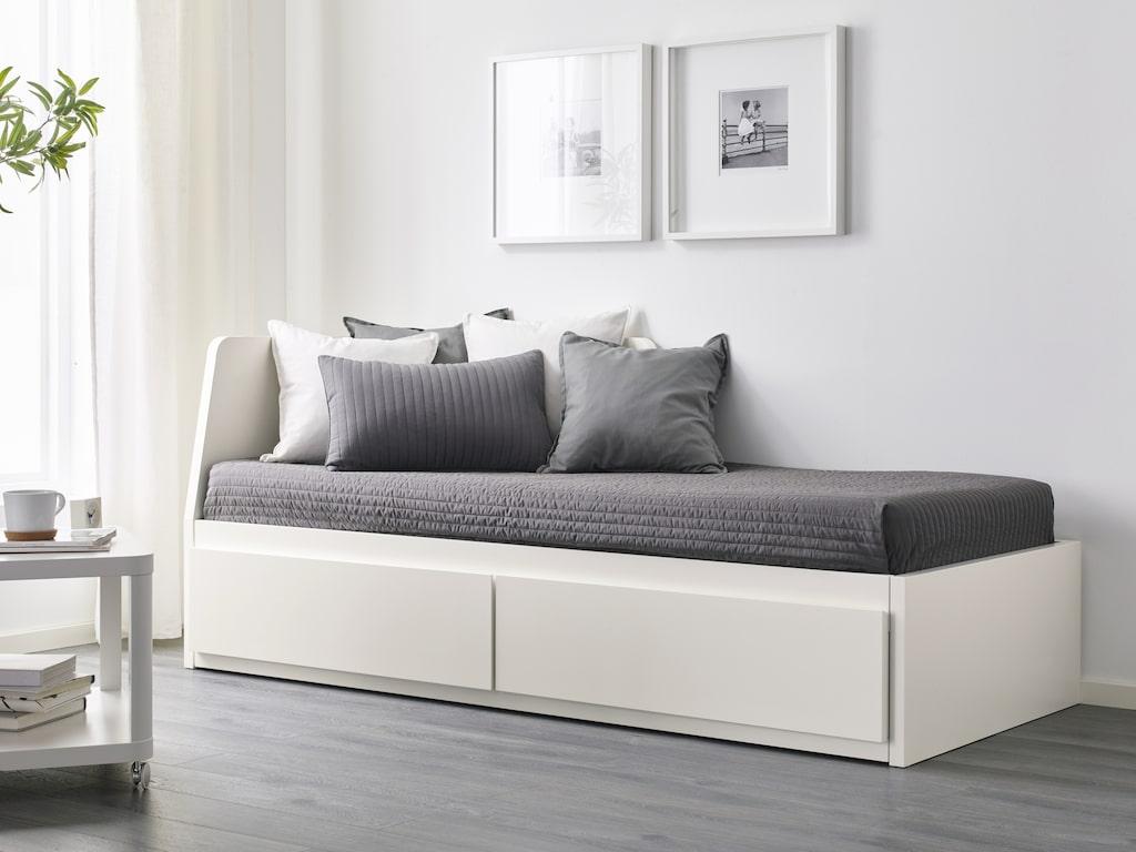 """Sängsoffan """"Flekke"""" är perfekt för de som bor trångt. Nu är den 500 kronor billigare än tidigare och kostar 3193 kronor."""